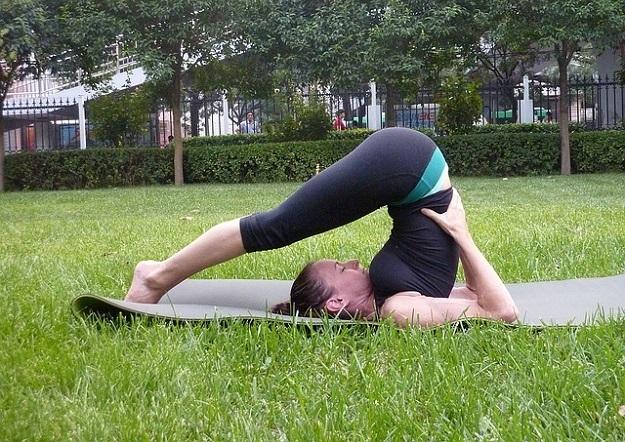Benefits of doing yoga outdoors