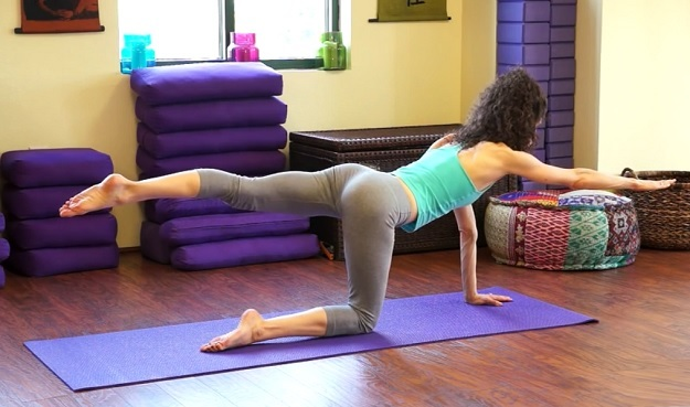 10-minute yoga workout for balance & core strength