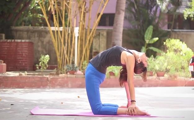 How to do camel pose yoga tutorial