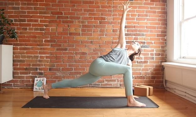 10-minute beginner yoga stretch class
