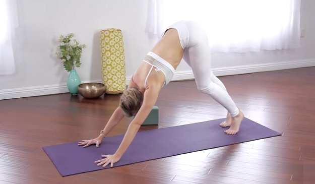10-Minute beginning morning Vinyasa yoga class video