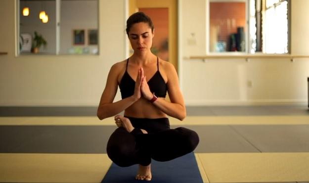 Half-Lotus Tiptoe Pose tutorial