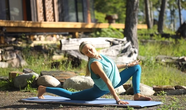 20-minute yoga for the lower body workout video