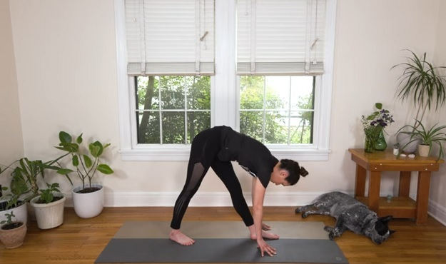 20-minute yoga class for runners video