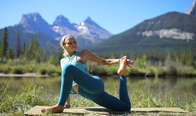 20-minute daily yoga stretch video